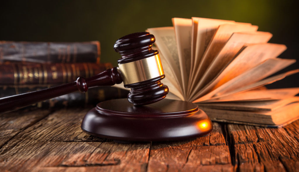 Adwokat – profesjonalna pomoc prawna.