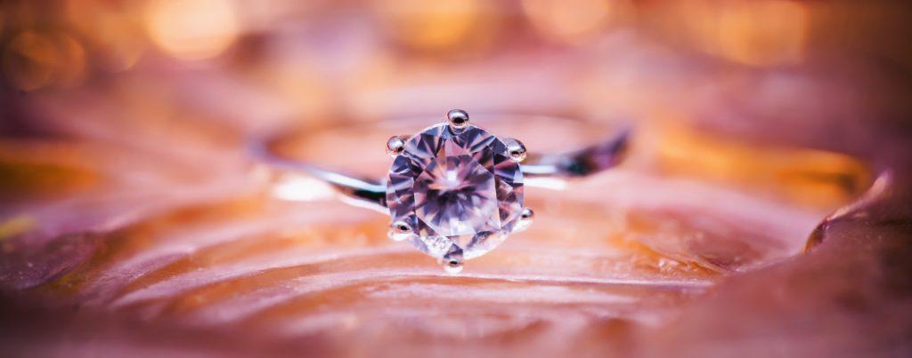 Klasyka dla każdego – biżuteria srebra, która jest zawsze modna